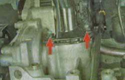 где находится термостат на киа рио 2004